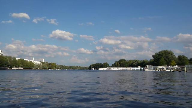 Treptower Park - Spree mit Hafen Treptow
